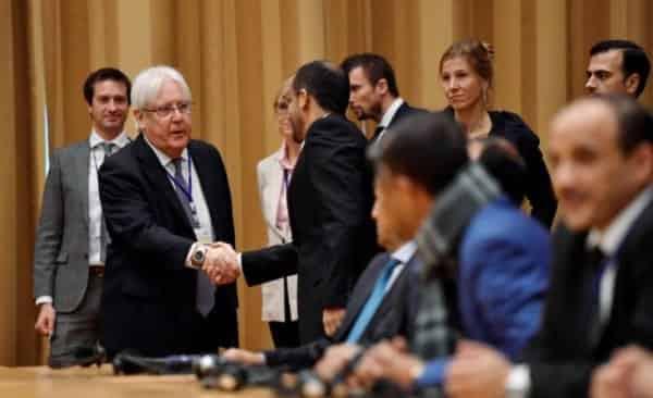 بعد فشل التقدم القتالي في الجبهات هل ستنج جماعة الحوثي بكسر العزلة الدولية عليها بعد وصول السفير الايراني ؟!